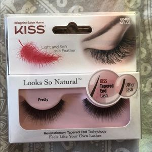 Kiss lashes, never opened.